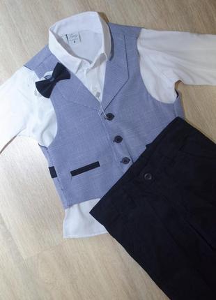 Елегантний костюм: жилетка на гудзиках, рубашка з метеликом, штани