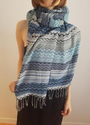 Стильный шарф с бахромой