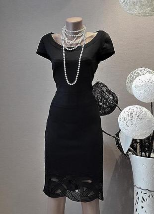 Невероятно красивое чёрное платье.