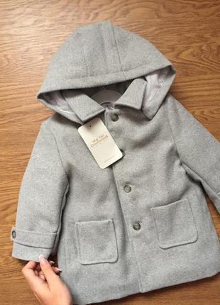 Серая демисезонная куртка пальто с капюшоном