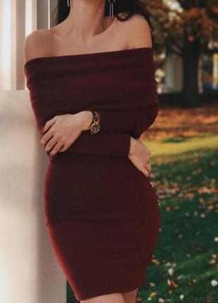 Тёплое обтягивающеее платье с открытыми плечами украинский бренд