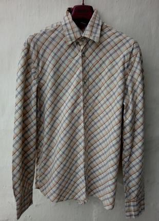 Трендовая котоновая рубашка в клетку на кнопках с вышевкой.