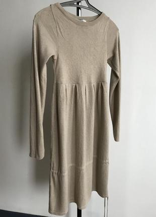Теплое платье для миниатюрной девушки