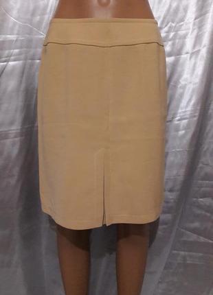 Классическая бежевая юбка