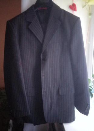 Мужской костюм. брюки , пиджак в полоску.
