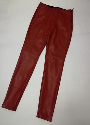 Потрясающие брюки zara из экокожи , размер м.