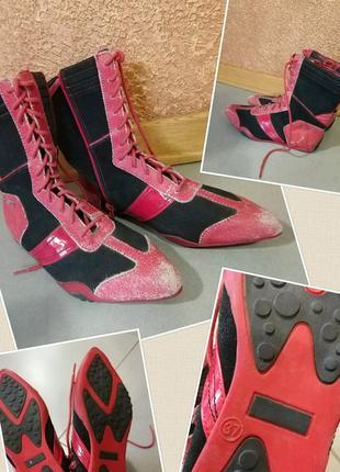 Фирменные стильные качественные ботинки.