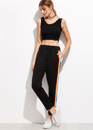 Актуальные зауженные спортивные штаны брюки с цветными радужными лампасами