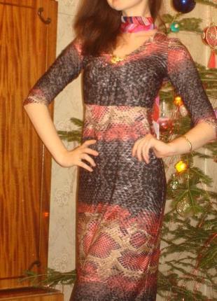 Платье в пол актуального змеиного принта