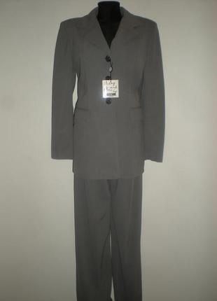 Шикарный деловой костюм р.46-48