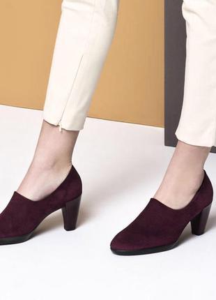 Новые замшевые удобные туфли на каблуке ecco