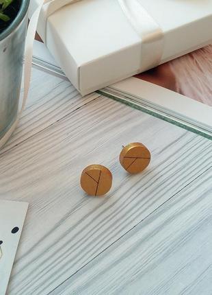 Золотисті дерев'яні сережки пусети