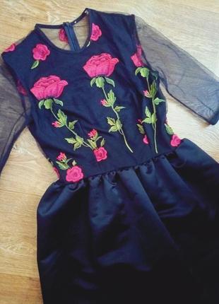 Шикарное яркое платье к праздникам с шифоном и вышивкой