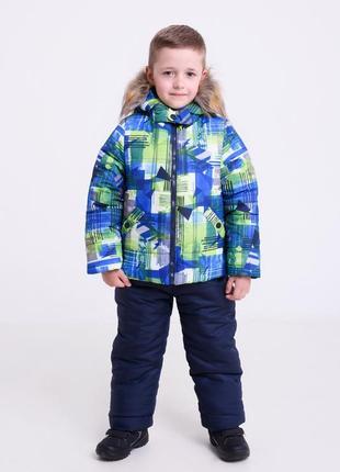 Стильный теплый зимний  комплект куртка с принтом и штаны на мальчика рост 86-116