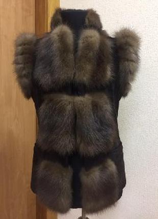 Меховая женская жилетка