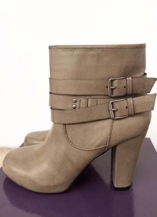 Стильные новые ботинки на каблуке madden girl