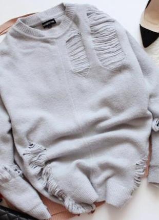 Удлинённый свитер с дырками