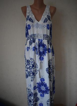Натуральное красивое платье с принтом и кружевом