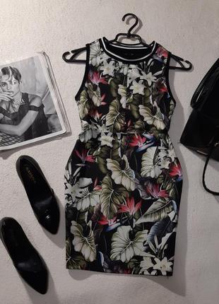 Красивое стильное платье. размер s маломерит на xs