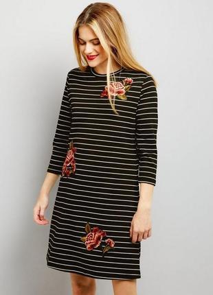 Тёплое платье полосатое в цветах, актуальное 3/4 рукав