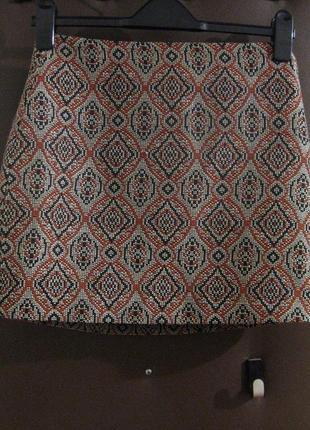 Мини юбка h&m короткая узор мозаика серая красная фактурная