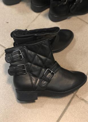 Стильные зимние ботинки полусапожки на низком каблуке 36 размер