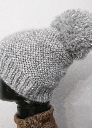 Теплая зимняя шапка с бубоном