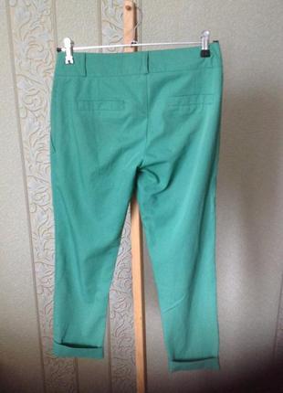 Крутые зеленые зауженные укороченные брюки аtmosphere3 фото