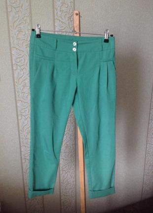 Крутые зеленые зауженные укороченные брюки аtmosphere5 фото