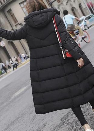 Удлинённый зимний пуховик с капюшоном пуховое пальто