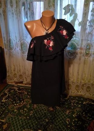 Вышитая блуза с открытыми плечами
