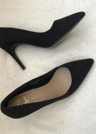 Туфли ,лодочки ,чёрные под замшу 37.5