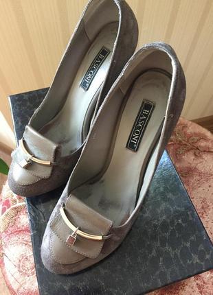 Туфли на высоком каблуке 36 р.