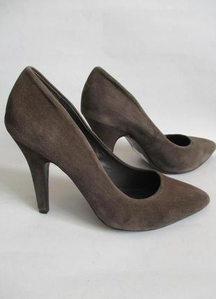 Туфли из натуральной замши на шпильке minelli