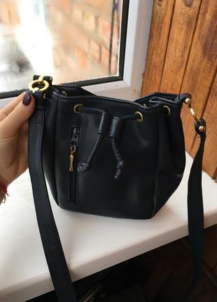 Стильная сумочка,с длинной ручкой