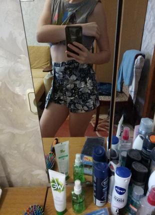 Актуальные шорты юбка с высокой посадкой цветочный принт3