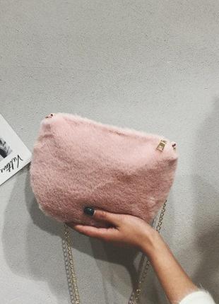 Новая меховая сумочка кросс боди пудрова