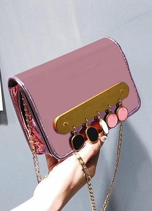 Новая трендовая сумочка с подвесками