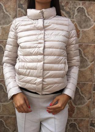 Нежная бежевая куртка amisu