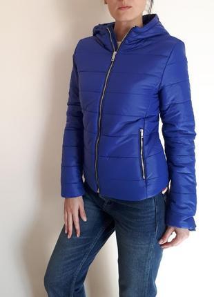 Базовая стеганная куртка bershka