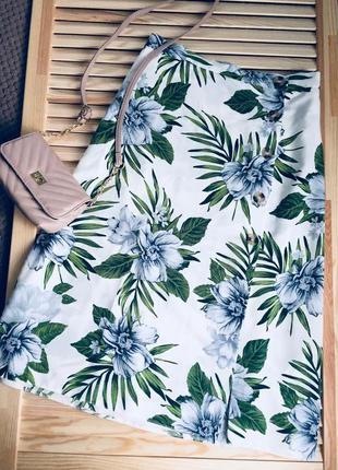 Очень крутая юбка миди в тропический принт с разрезом