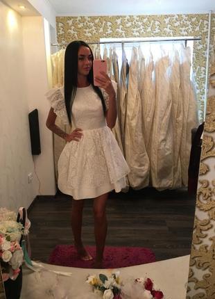 Прекрасное белое короткое вечернее платье isabel garcia