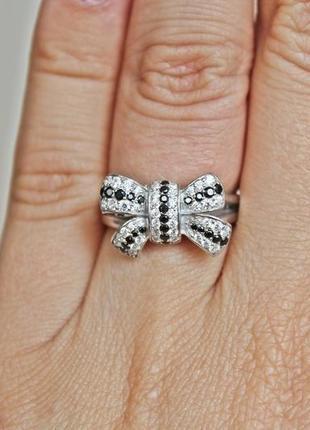 Серебряное кольцо бантик р.17,5