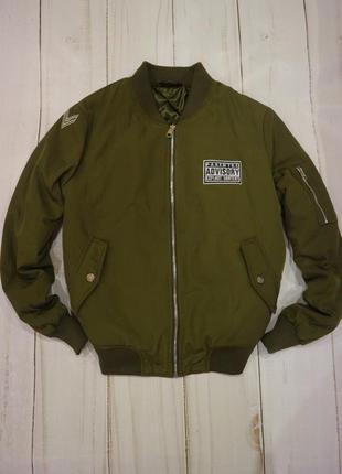 Утеплённая куртка-бомбер с нашивками, цвет хаки/оливка, l-xl