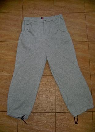 Утепленные спортивные штаны с начесом.