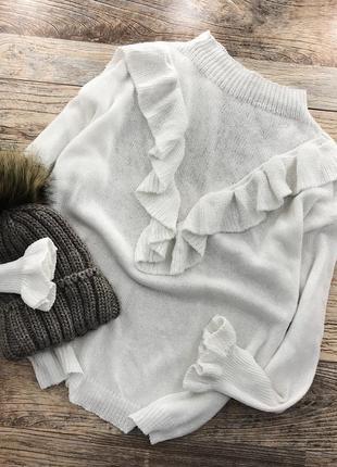 Милый свитер с рюшами