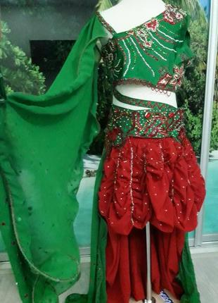 Красивый костюм для восточных танцев