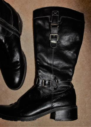 Класні шкіряні чоботи відомого бренду