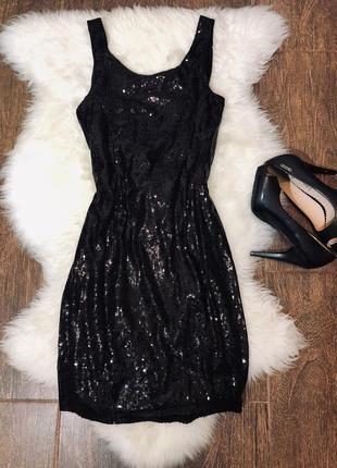 Шикарное вечернее платье в паетки с красивой спиной