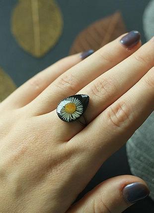 Кольцо-капля с ромашкой
